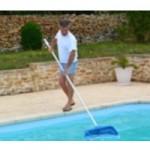 homme_piscine_epuisette