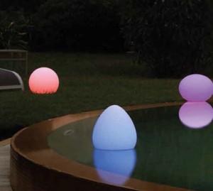 Eclairage LED lampes flottantes piscine à poser sur l'eau