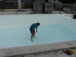 Envie d 39 une piscine pour 2014 piscines du monde est votre for Liner blanc piscine